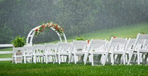 one of the main disadvantages of outdoor wedding is unexpectedly rain